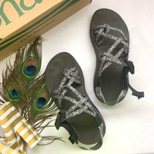 *Chacos - Cloud ZX/2 - Gray and White Sandals*